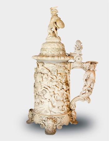 Imponente Tankard en marfil europeo del siglo XIX