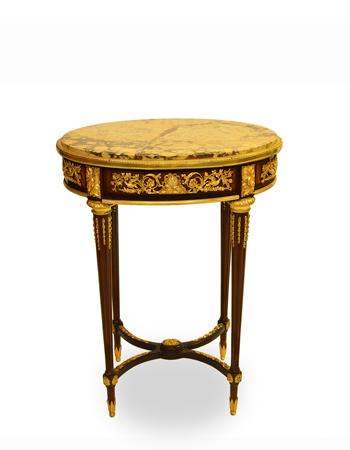 Mesa francesa de estilo Louis XVI