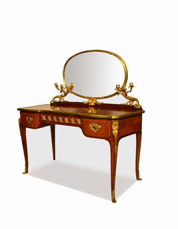 Toilette Frances de estilo Louis XV