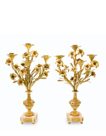 Fino par de candelabros franceses del siglo XVIII