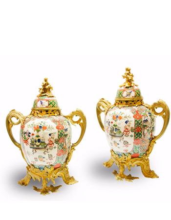 Par de copones franceses de Estilo Louis XV con porcelana de Samson