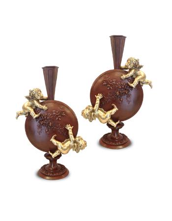 Par de finos jarrones franceses de bronce firmados Auguste Moreau