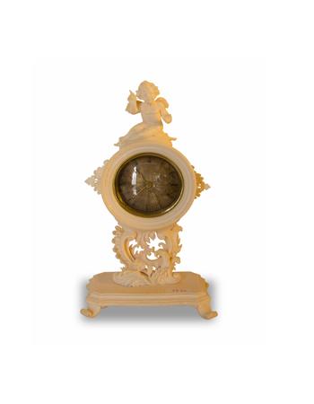 Curioso y pequeño reloj en marfil de origen europeo del siglo XIX