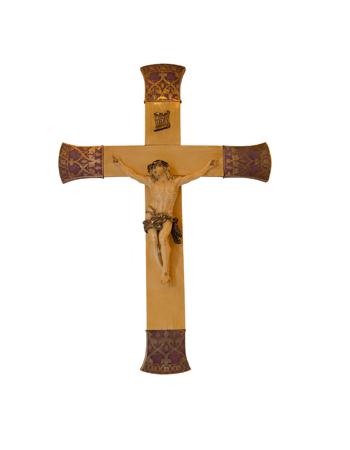 Importante cristo de origen Europeo realizado en marfil con incrustaciones de plata y esmalte