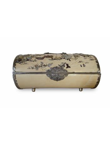 Muy fina caja japonesa de marfil con incrustaciones de plata y piedras shibayama