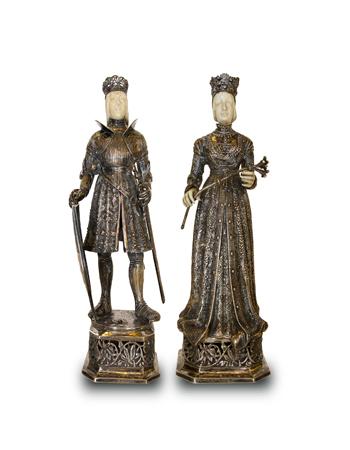 Par de figuras europeas realizadas en plata y marfil