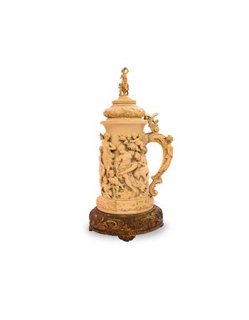 Importante Tankard de marfil europeo del siglo XIX
