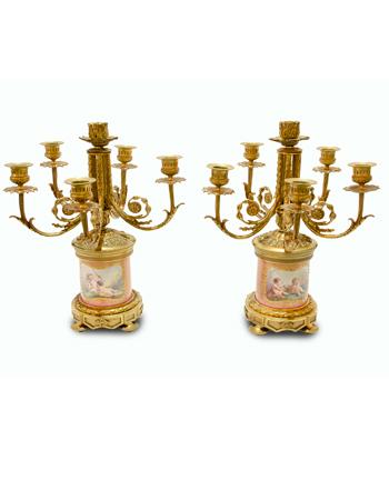 Par de candelabros de 6 luces en bronce con porcelana de sevres